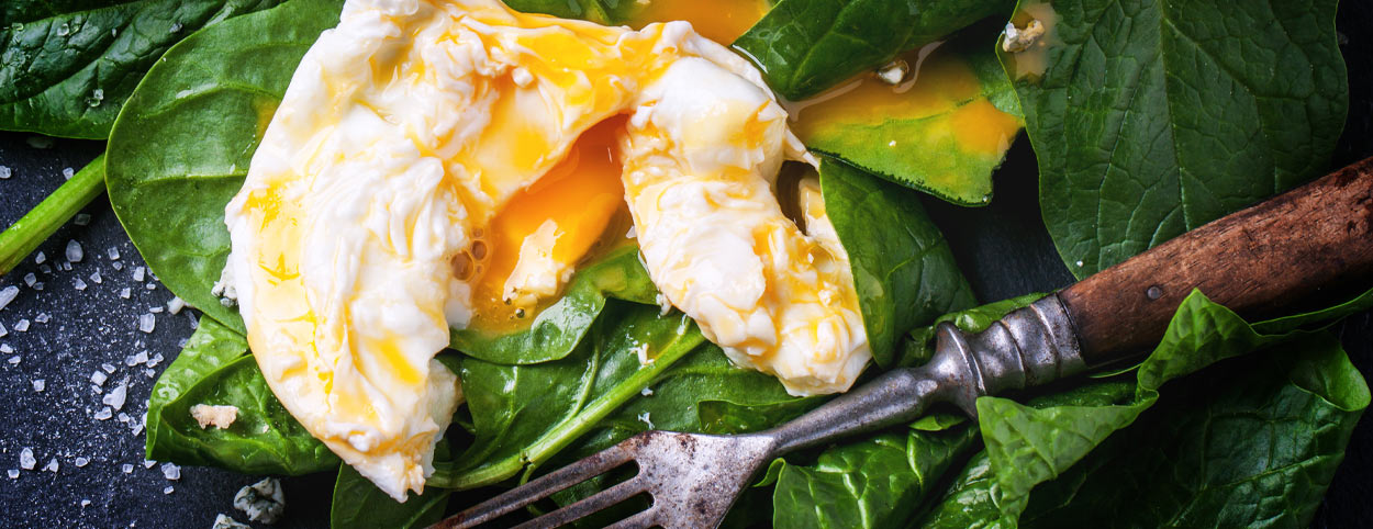 mixed greens with poached egg
